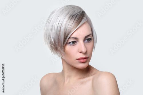 Frisuren Suchen   Junge Frau Bob Frisur Kaufen Sie Dieses Foto Und Finden Sie