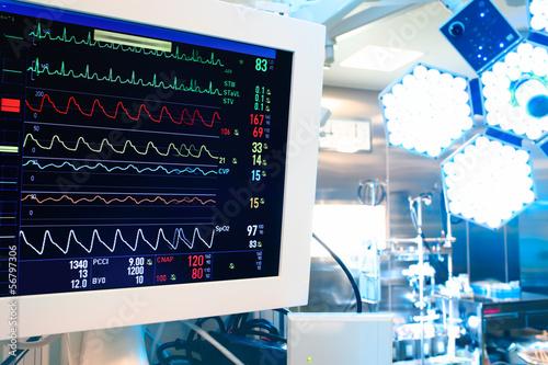 Fotografie, Obraz  Pohled na moderní operační sál s monitorem a chirurgického