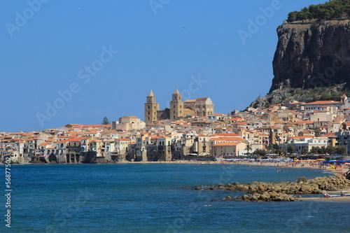 Deurstickers Palermo La cattedrale di Cefalù vista dal mare