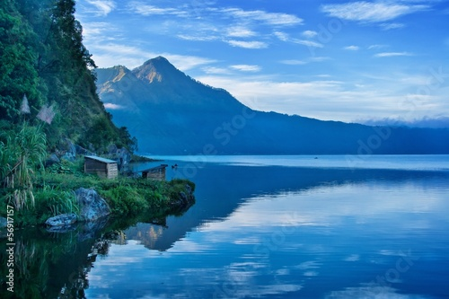 Foto op Plexiglas Indonesië A view of a lake and mountain in Bali Indonesia