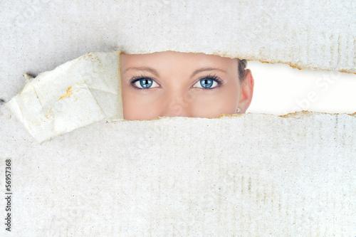 Fotografía  Shy woman, hidden beauty
