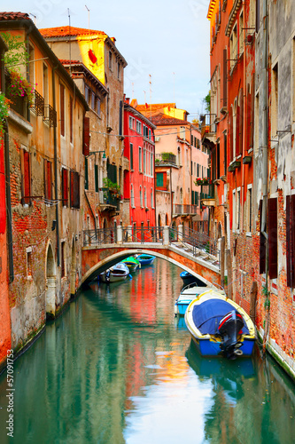 Foto op Plexiglas Venetie Narrow canal in Venice