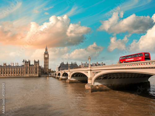Poster Londres bus rouge Westminster Bridge and Houses of Parliament at sunset, London. B