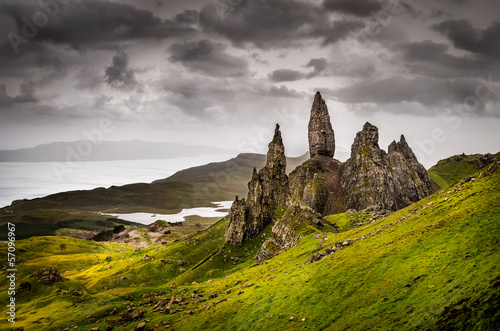 Landscape view of Old Man of Storr rock formation, Scotland Fototapet
