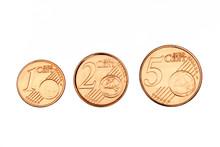 Pièces De 1, 2 Et 5 Cents Sur Fond Blanc