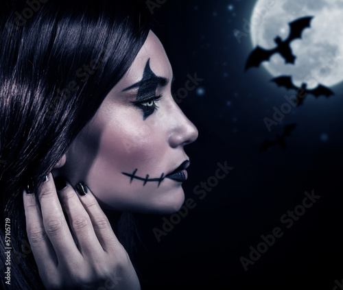 Fotobehang Volle maan Terrifying witch in Halloween night