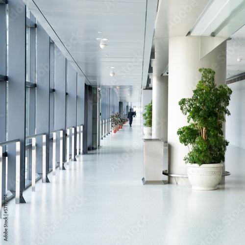 Stampa su Tela empty corridor