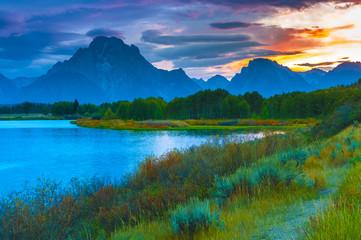 Obraz na Szkle Do sypialni Beautiful Sunset at Grant Tetons