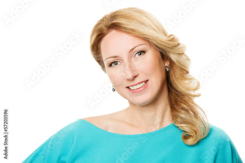 Fotografia  smiling woman 30s portrait over white background