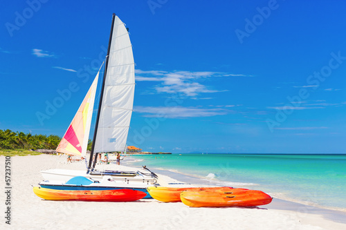 Cadres-photo bureau Caraibes Rental boats at Varadero beach in Cuba