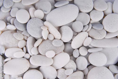 fototapeta na lodówkę białe tło kamienie otoczaki