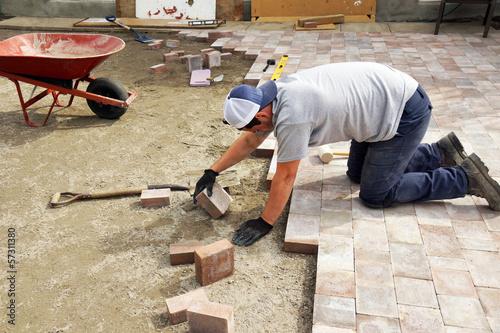 Fotografie, Obraz Man laying down paver