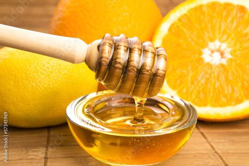 Photo  fresh honey with lemon and orange fruits