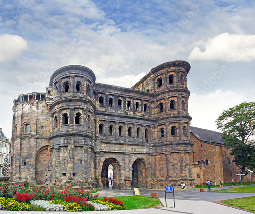 Photo The Porta Nigra (Black Gate) in Trier, Germany, UNESCO WH