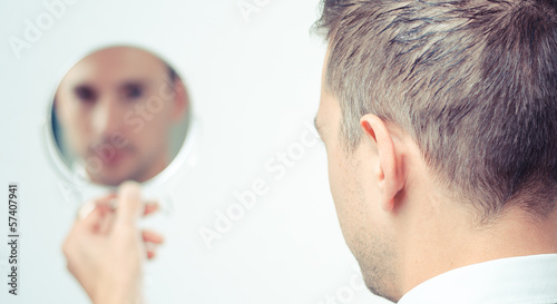 Photo ego man reflection in mirror on a white background
