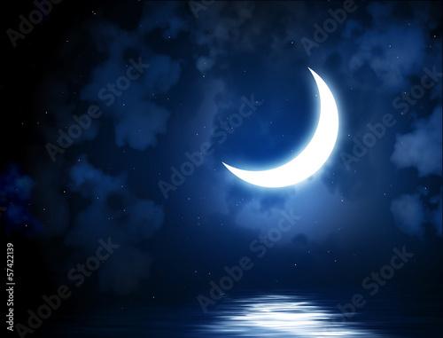 Fotografía Bright moon reflected in water