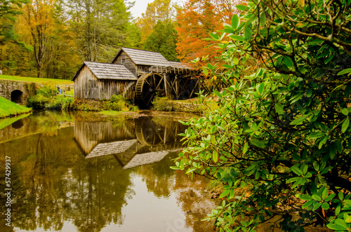 Fotografie, Obraz  Virginia's Mabry Mill on the Blue Ridge Parkway in the Autumn se