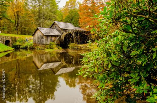 Valokuva  Virginia's Mabry Mill on the Blue Ridge Parkway in the Autumn se