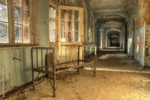 Fotobehang Oud Ziekenhuis Beelitz Old bed in abandoned hospital