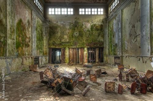 Papiers peints Les vieux bâtiments abandonnés Old abandoned hall in germany