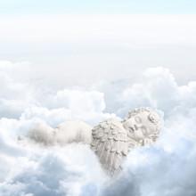 Engel Schläft In Den Wolken