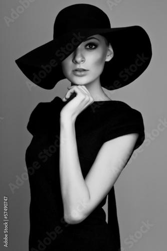 Recess Fitting womenART Black and white portrait of elegant woman