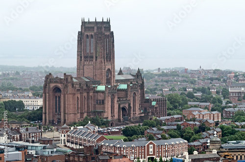 Photo  Birdseye view of the Liverpool Cathedral in Liverpool, UK