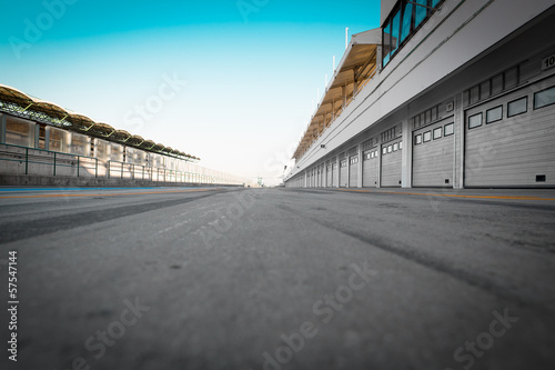 La pose en embrasure F1 auto-motor speedway garage station