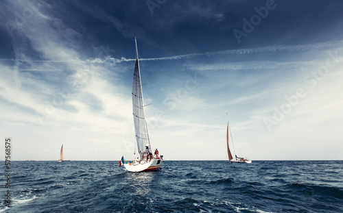 Obrazy Regaty   sailing-ship-yachts-with-white-sails