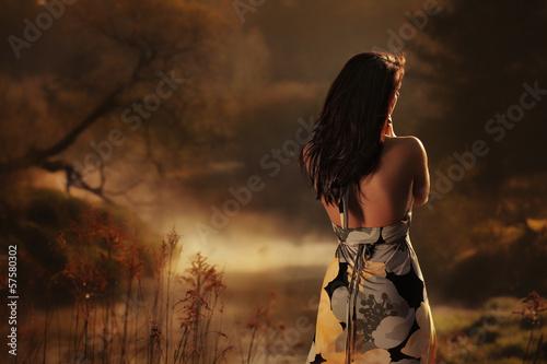Fototapeta Kobieta we mgle obraz
