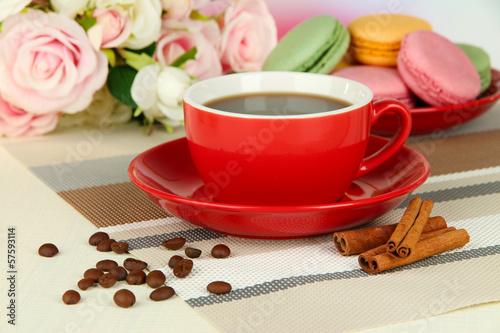 kawa-i-macaroons-na-stolowym-zakonczeniu