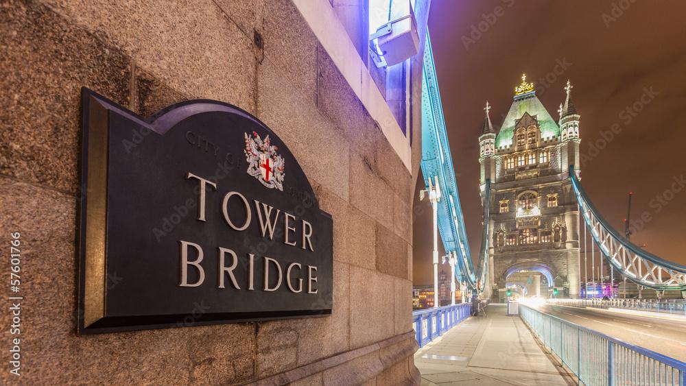 Photo  Tower Bridge at Night