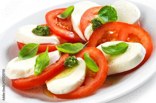Fotografía  tomato and mozzarella salad