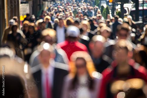 Plakat Anonimowy tłum chodzenie na ulicy w Nowym Jorku