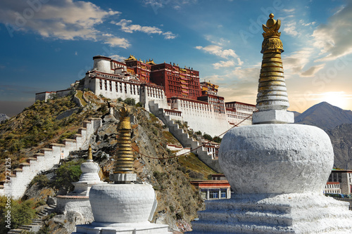 Poster Chine The Potala Palace in Tibet during sunset