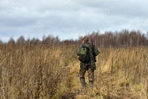 Foto op Canvas Jacht Hunter in field