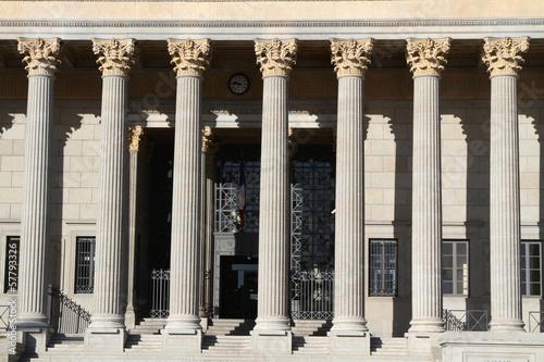 Foto Les colonnades du palais de justice