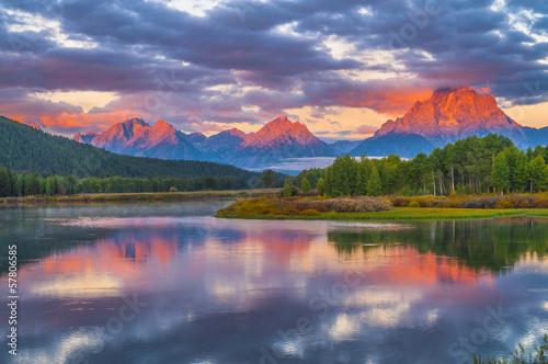 Fotografía Beautiful Sunrise in the Mountains