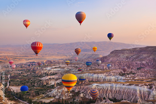 Foto op Aluminium Ballon Hot air balloon flying over Cappadocia Turkey