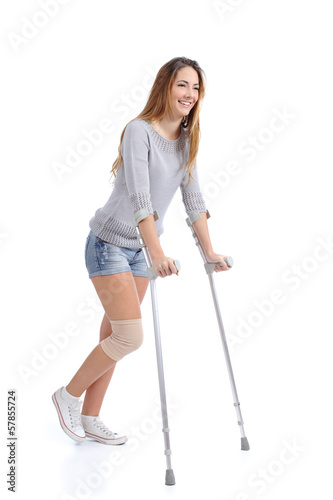 Foto Beautiful woman smiling and hobbling with crutches