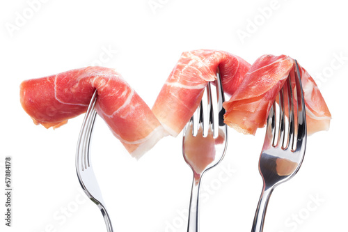 Foto  Spanish jamon on forks isolated