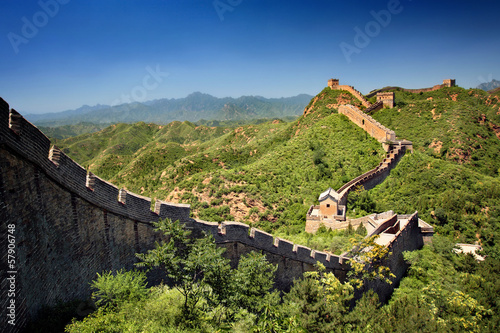 Foto auf Leinwand Chinesische Mauer The Great Wall of China near Jinshanling on a sunny summer day