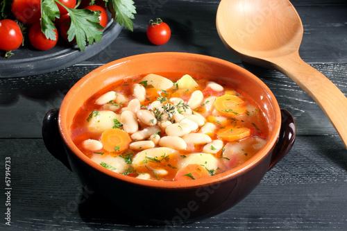 zuppa di fagioli patate e carote sfondo grigio Tapéta, Fotótapéta
