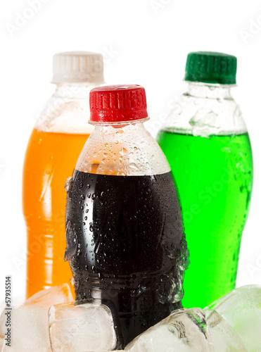 Fotografía  cold bottles of soda in ice