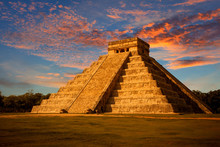 El Castillo (Kukulkan Temple) ...