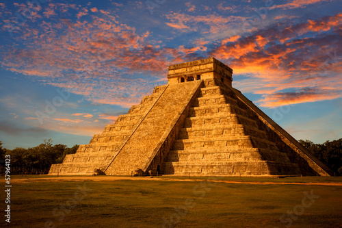 El Castillo (Kukulkan Temple) at sunset. Chichen Itza, México #57964123