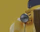 żółty samochód retro - 57988700