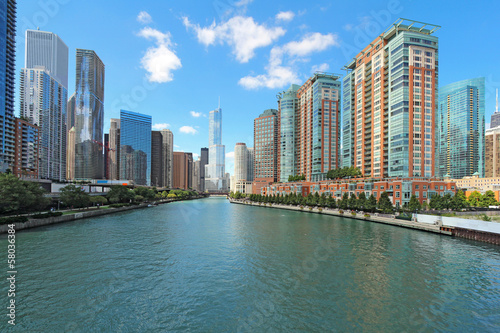 Photo  Skyline of Chicago, Illinois along the Chicago River