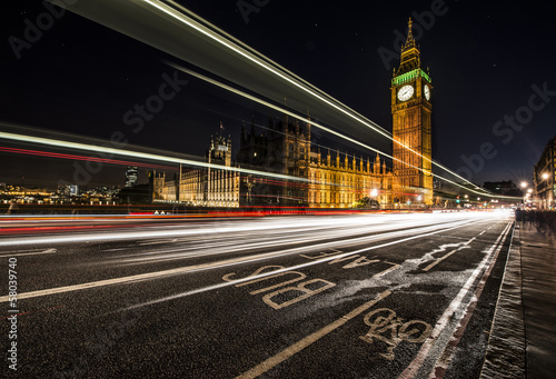 Foto op Canvas Londen rode bus London Bus lane