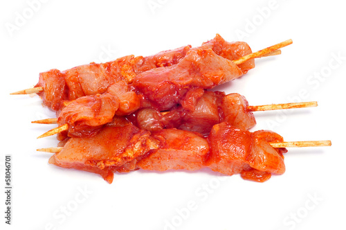 Fotomural raw spiced chicken meat skewers